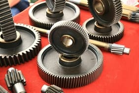 Gears:The surface heat treatment has high hardness wear resistance and low noise.